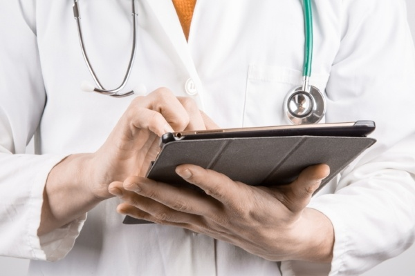 doctor-with-tablet-463590-edited.jpg